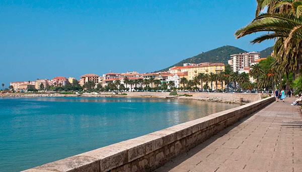 Ajaccio: La capital de Córcega, pasee por su casco antiguo y por sus elegantes avenidas junto al puerto.