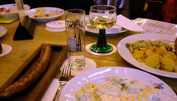 Colonia: Traslado a un restaurante típico.