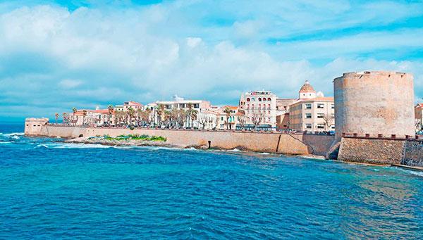 Alghero: Encantadora , sus habitantes hablan el Catalán (además del Italiano) conservando intacto su casco antiguo.
