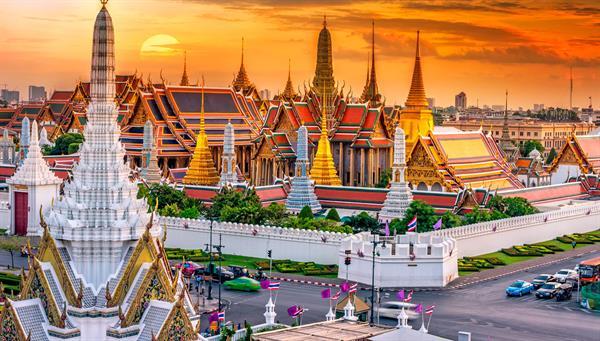 La influencia en el arte, la política, moda, educación y entretenimiento, así como en los negocios, le ha proporcionado a Bangkok el estatus de ciudad global