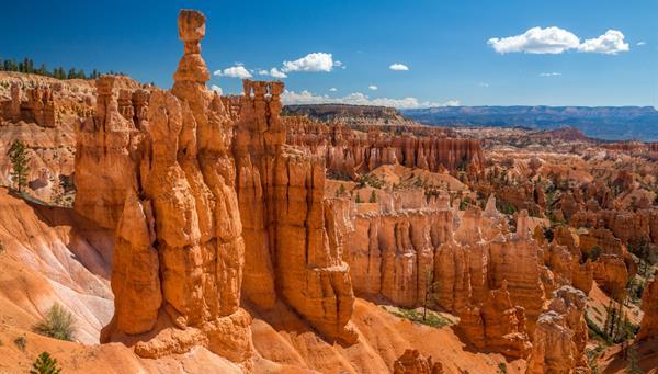 Bryce Canyon: Auténtico anfiteatro natural, fruto de la erosión y del paso de los años.