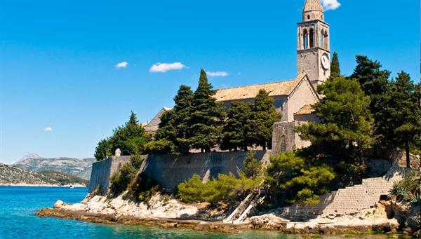 Dubrovnik: Entrada al monasterio franciscano.