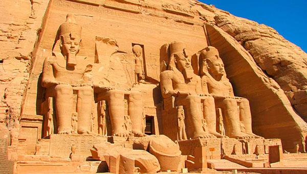 Abu Simbel: Una de las más importantes atracciones turísticas de Egipto.