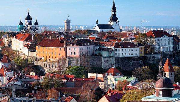 Tallin:  La ciudad alberga la sede del parlamento estonio, el palacio presidencial y los ministerios.