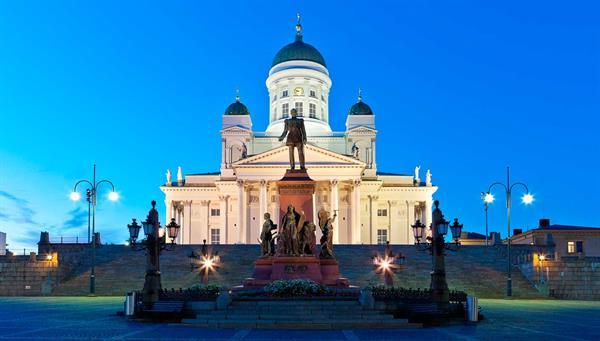 Helsinki: Catedral y la Plaza del Senado.