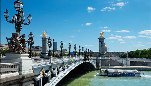 París: Paseo opcional en barco por el Sena y Notre Dame.