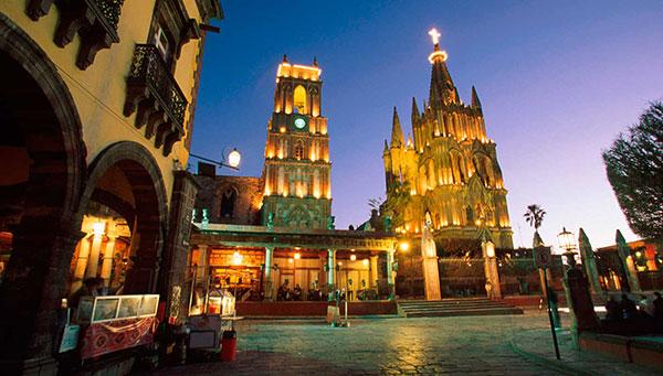 Guadalajara: Metrópoli moderna con su centro histórico colonial, su catedral, su mercado, su plaza Tapatía.