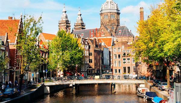 Amsterdam: Tradición y modernidad entre canales y diamantes.
