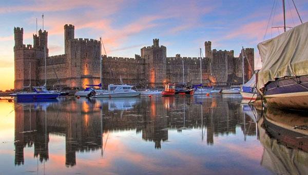 Caernarfon: Vista general con su castillo.