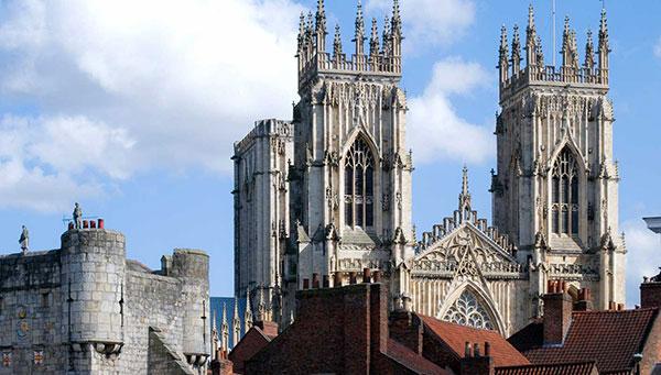 York: Mundo medieval entre sus muros.