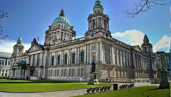 Belfast: Reconvertido en un destino vibrante y lleno de vida.