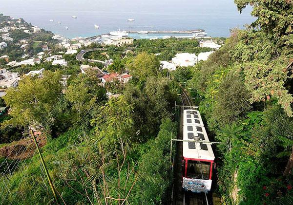 Capri: Subida en funicular (opcional).