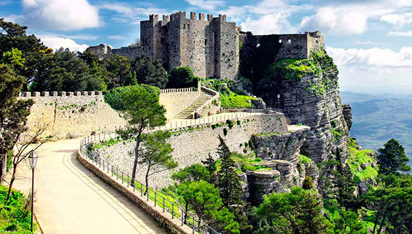 Erice: Encantos medievales en las alturas.