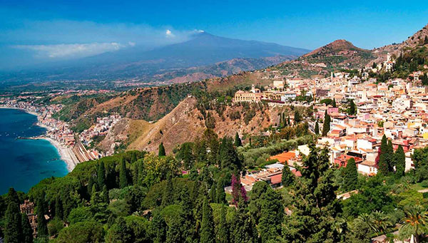 Roma: Si lo desea podrá realizar una excursión opcional a Nápoles, Pompeya y Capri.
