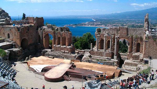 Taormina: Modernidad y tradición salen a escena en su teatro grecorromano.