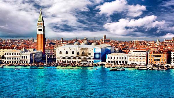 Venecia: La fascinación y la elegancia en un paseo de góndolas y música.