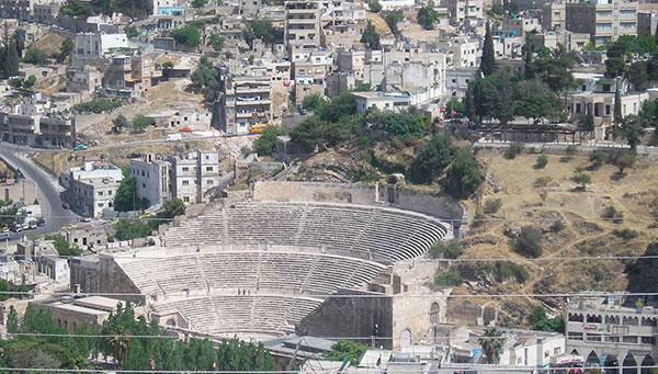 Amman: Vista general con ruinas romanas.