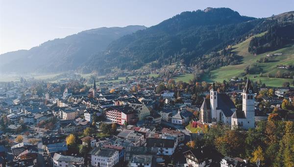 Kitzbuhel: Ciudad medieval catedral del esquí alpino.