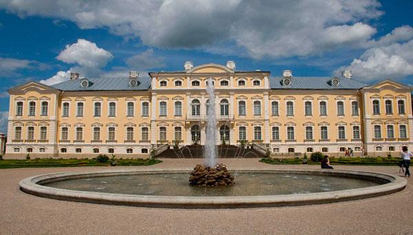 Rundale: Y su palacio barroco. Entrada al palacio incluida.