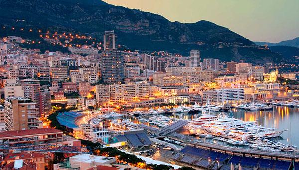 Mónaco: Refugio de príncipes entre murallas de glamour.