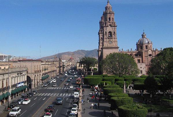 Morelia: Espléndida capital de Michoacán con su magnífica catedral y su gran ambiente nocturno.