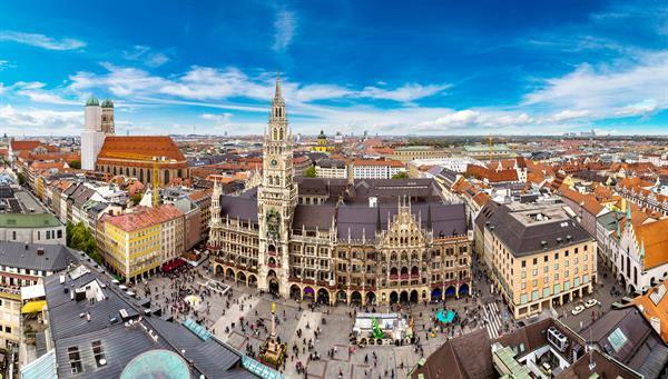 Vista aérea del ayuntamiento de Marienplatz y Frauenkirche en Munich, Alemania.