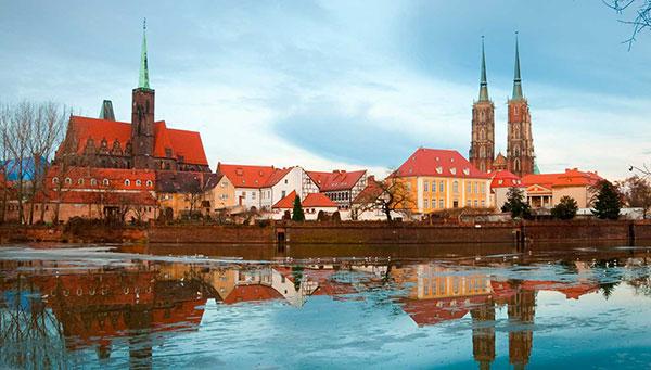 Wroclaw: Situada en un antiguo centro de comercio y cruce del río Oder.
