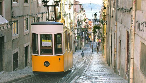 Lisboa: Incluimos un traslado al barrio alto.