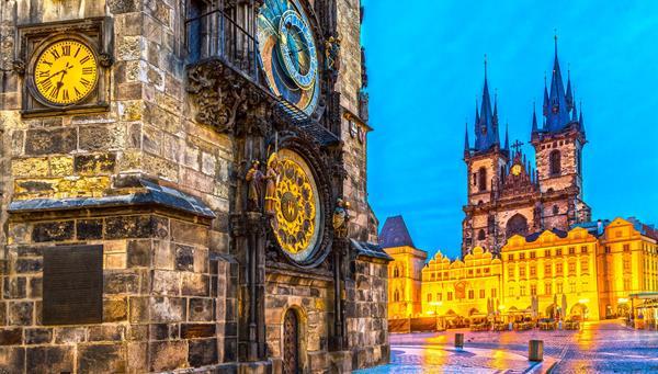 Uno de los relojes más famosos del mundo, el de la plaza central de Praga, República Checa