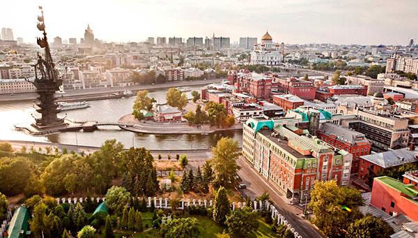 Moscú: Lo antiguo y lo moderno se dan la mano.