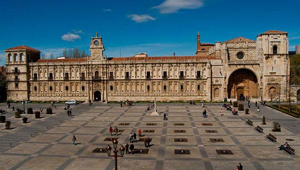 León: La ciudad inventada y recreada como un verdadero libro.