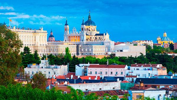 Madrid: Centro y faro del Reino, donde cada momento es una vivencia de pasado y futuro.