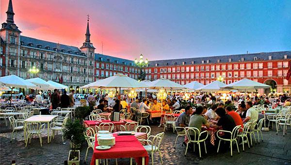Madrid: Incluido un traslado nocturno a la Plaza Mayor.