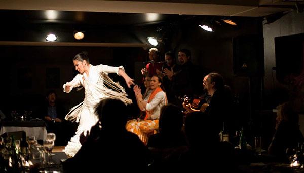 Madrid: Disfrute opcionalmente de una cena con espectáculo flamenco.