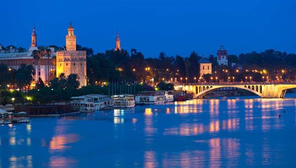 Sevilla: Perfume de azahar, junto a la Giralda y a la sombra de la Torre del Oro.