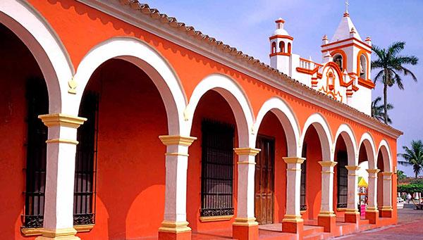Tlacotalpan: Mezcla de tradiciones españolas y caribeñas.