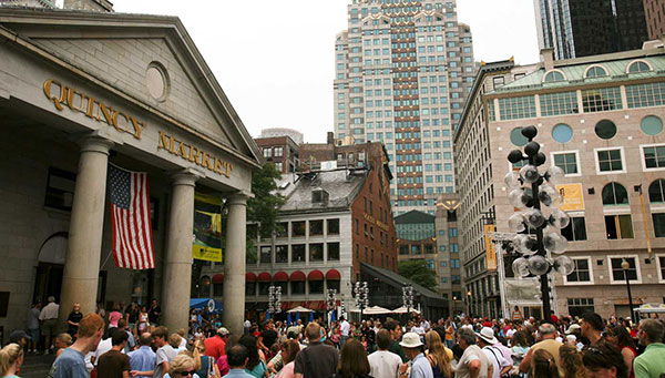 Boston: Quincy Market: Repleta de restaurantes, comercios y la famosa Cheers.