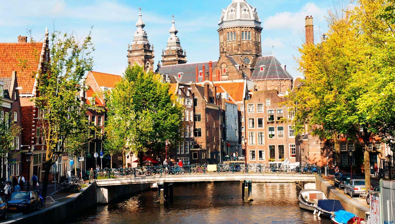 Circuito Holanda : Canet primero supera con nota el primer día en holanda