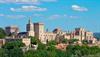 Avignon: Famoso su núcleo monumental y el Palacio de los Papas.